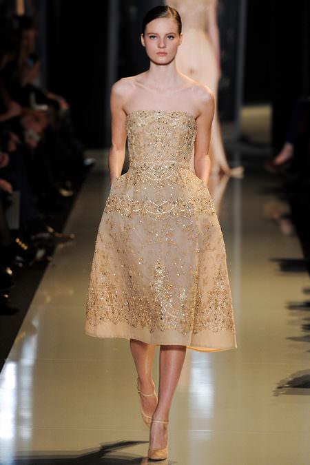 сшить летнее приталенное платье из мягкого шелка