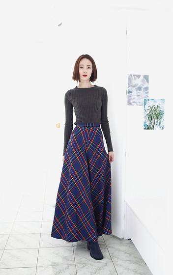 3368277_10.17-scottish-maxi-skirt